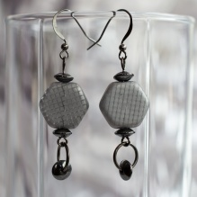 Signumine earrings with grey gridded hexagons and hematite discs