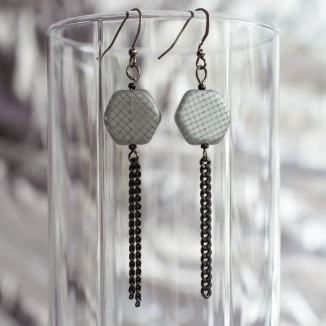 Signumine earrings with black chain
