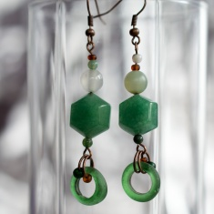 Manutine earrings with glass rings