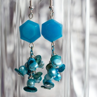 Suanovine earrings with cluster of pearls